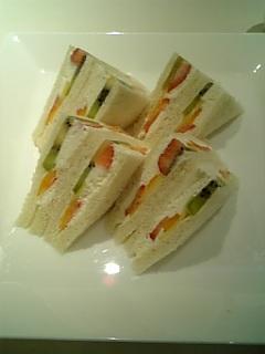 千疋屋フルーツパーラーのフルーツサンドウィッチ
